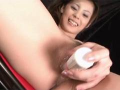 Sexy Natsumi rams a vibrator around her pussy